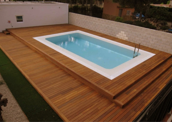 terrasse en bois composite pour piscine. Black Bedroom Furniture Sets. Home Design Ideas